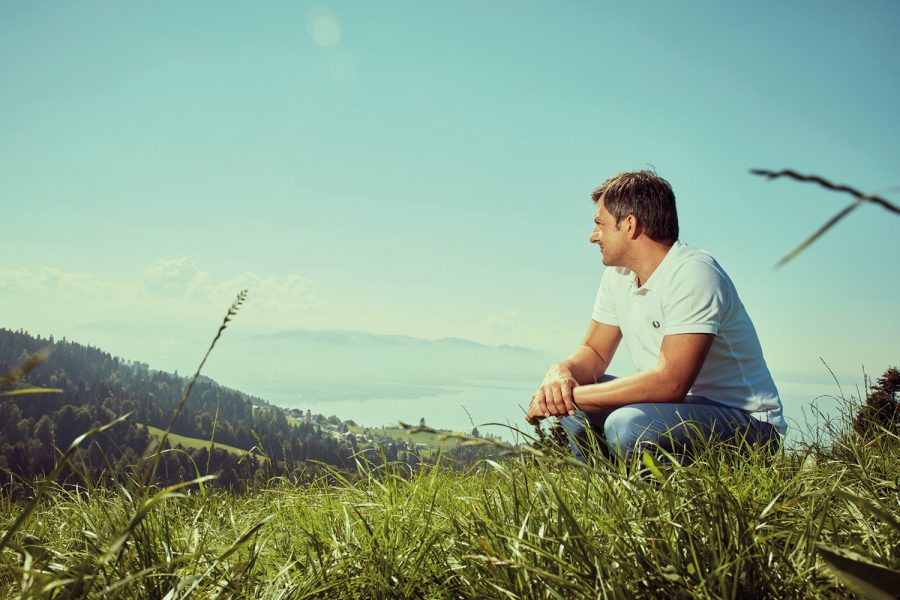 Martin Staudinger blickt über den Bodensee.